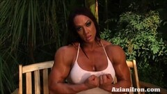Muscled woman solo Thumb