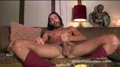 Hot long haired muscle stud beats off Thumb
