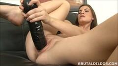 Amateur brunette Ennie moans and fucks big black toy Thumb